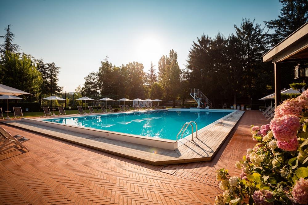 camping con piscina per famiglie marche toscana